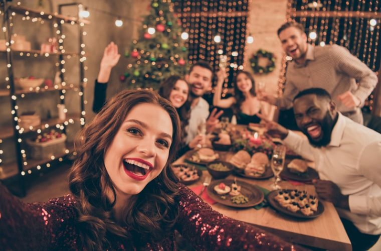 How to Host Friendsmas With Your Housemates this Festive Season